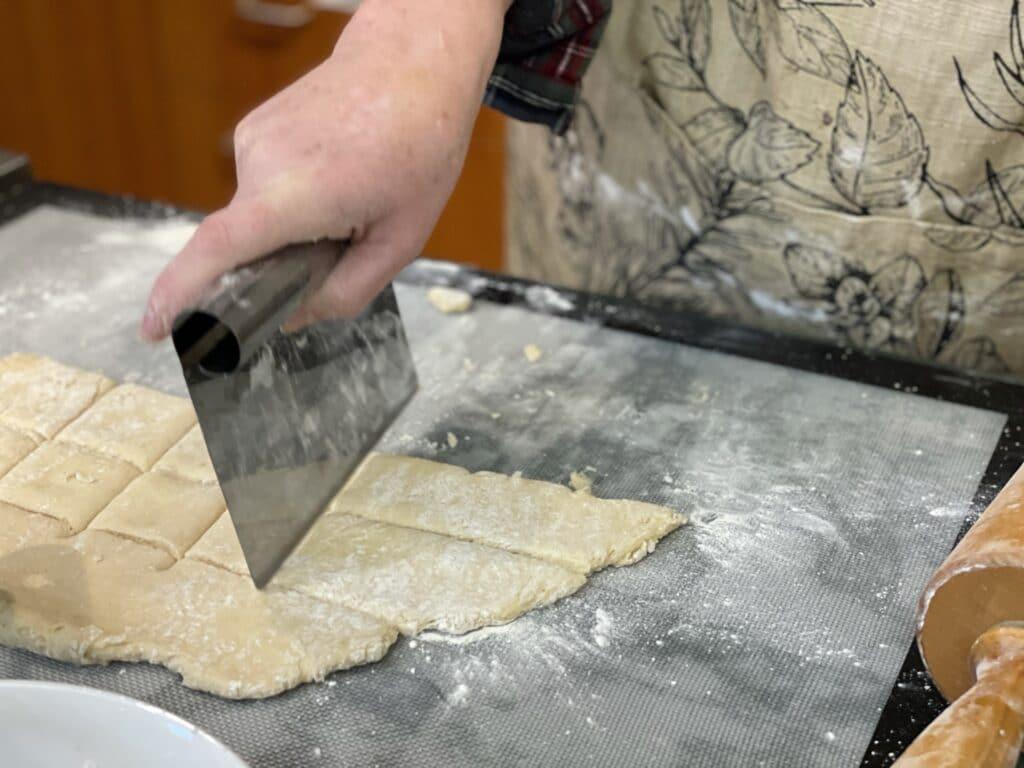 Cutting Beignets