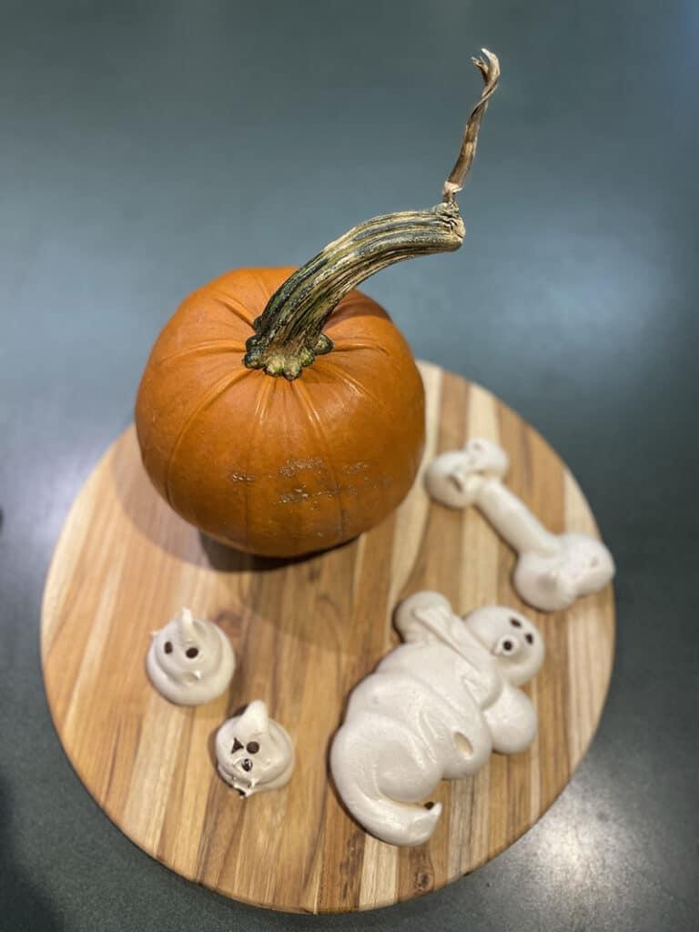 Meringues with a pumpkin